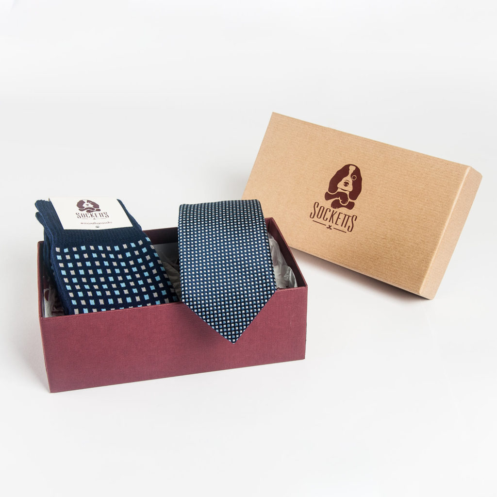 pack-calcetin-y-corbata-cuadrados-mini-azul-packaging-socketts